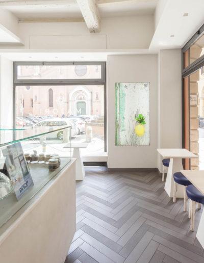 micaela-mazzoni-studio-interior-designer-bologna-progetti-commerciali-gallery-portrait-gelateria-majori-bologna-1