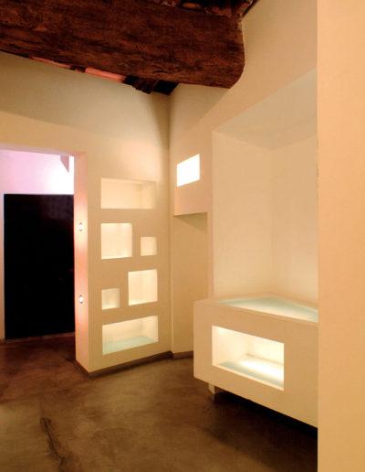 micaela-mazzoni-studio-interior-designer-bologna-progetti-commerciali-gallery-portrait-negozio-abbigliamento-via-san-felice-bologna-2