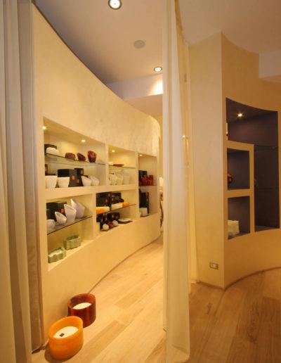 micaela-mazzoni-studio-interior-designer-bologna-progetti-commerciali-gallery-portrait-negozio-multisensoriale-bologna-1