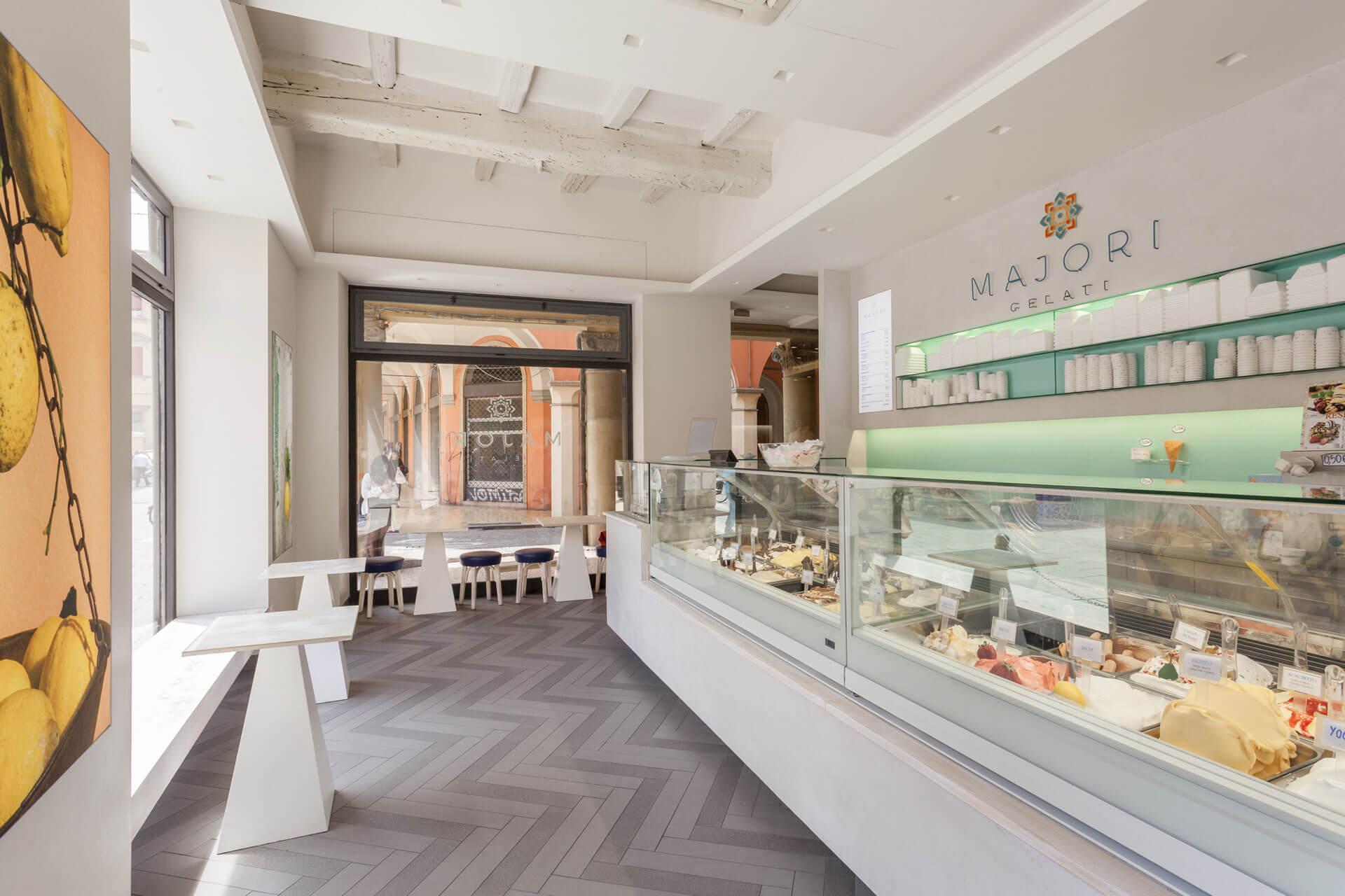 micaela-mazzoni-studio-interior-designer-bologna-progetti-commerciali-gelateria-majori-bologna