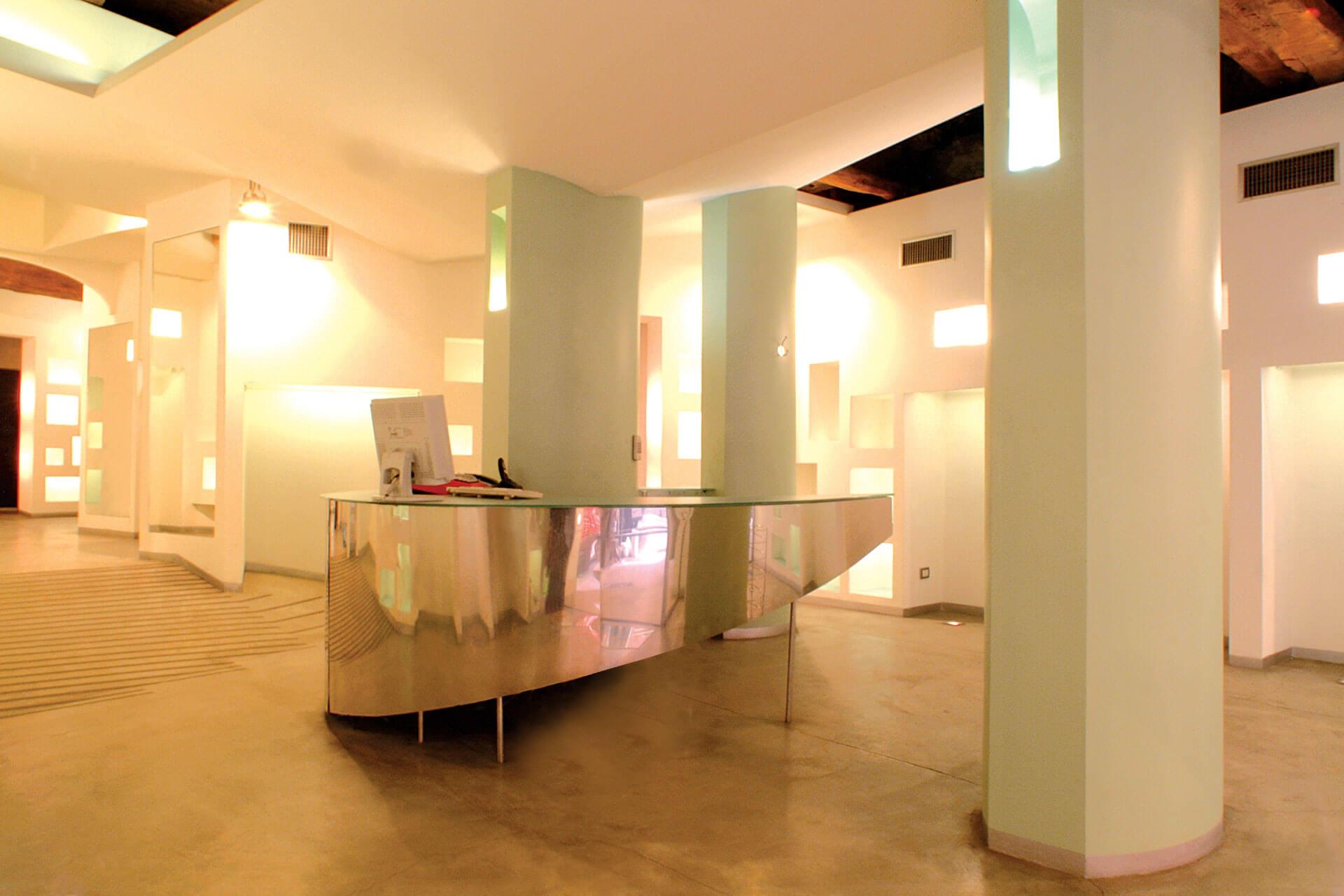 micaela-mazzoni-studio-interior-designer-bologna-progetti-commerciali-negozio-abbigliamento-via-san-felice-bologna