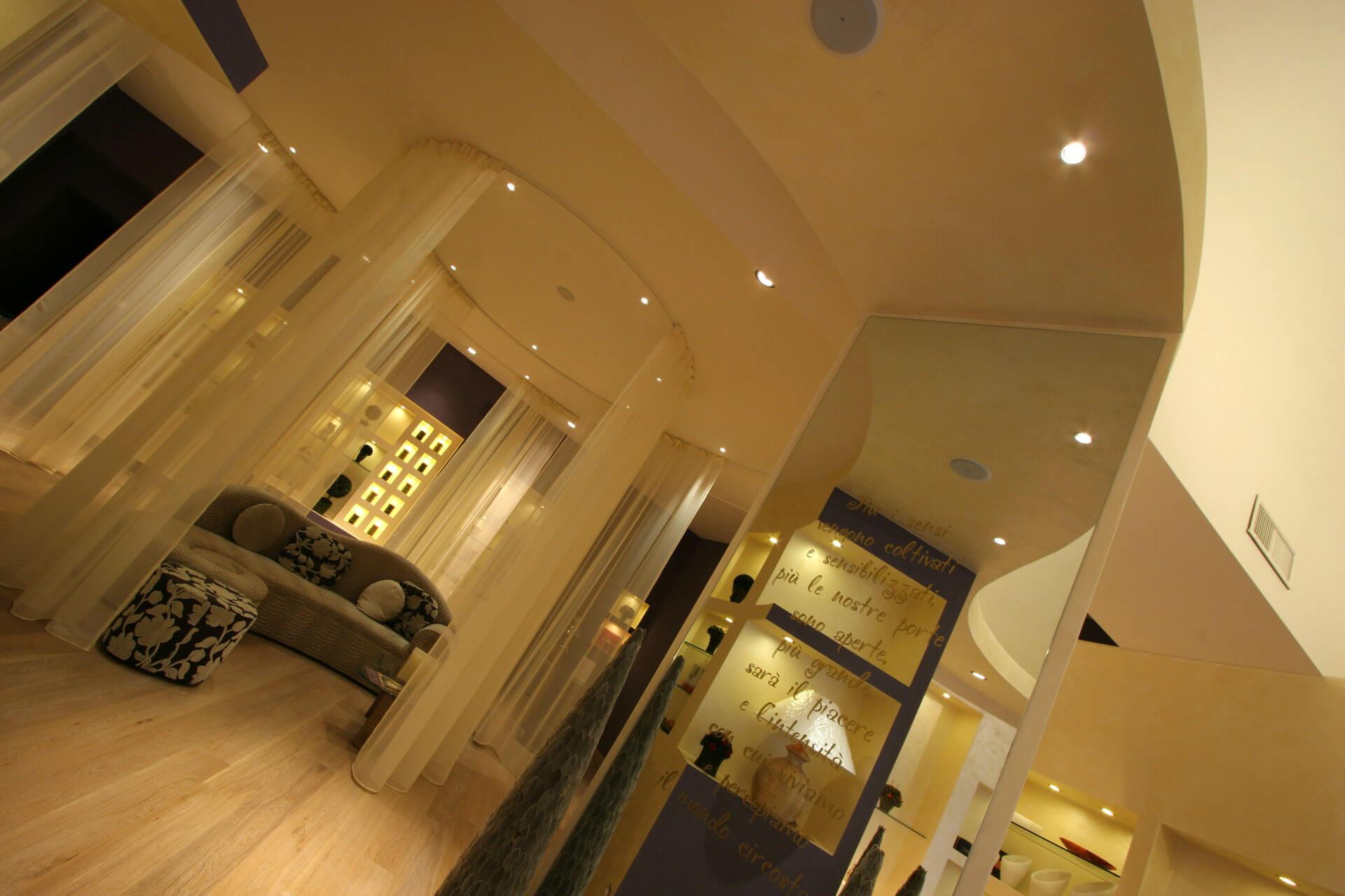 micaela-mazzoni-studio-interior-designer-bologna-progetti-commerciali-negozio-multisensoriale-bologna-1